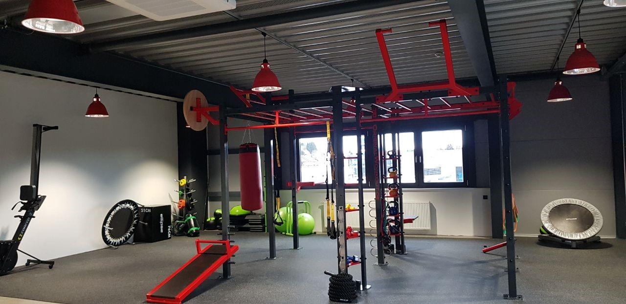 Ansicht vom Studio mit vielen Geräten für dein Personal Training